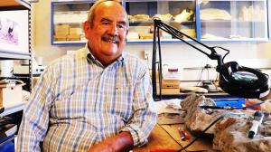 Oscar-Carranza-Premio-Morris-Skinner-aporte-a-paleontología-UNAMGlob