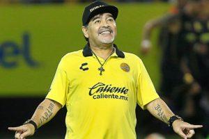Diego-Armando-Maradona-en-Estadio-de-CU-UNAMGlobalR