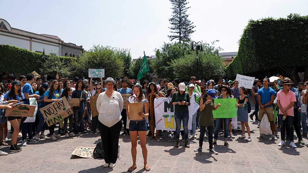 Marcha-universidad-Políticas-ambientales-2-UNAMGlobal