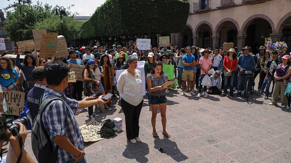 Marcha-universidad-Políticas-ambientales-3-UNAMGlobal