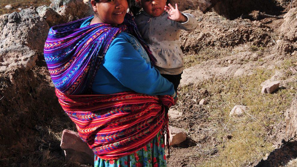 Raramuri0-mujer-con-niña (16)-UNAMGlobal