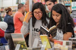 fiesta-libro-rosa-conmemora-alunizaje-UNAMGlobal