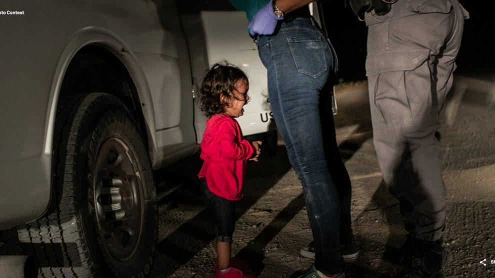 drama-migrante-niña-llorando-frontera-premio-fotografíaaño2019-UNAMGlobal