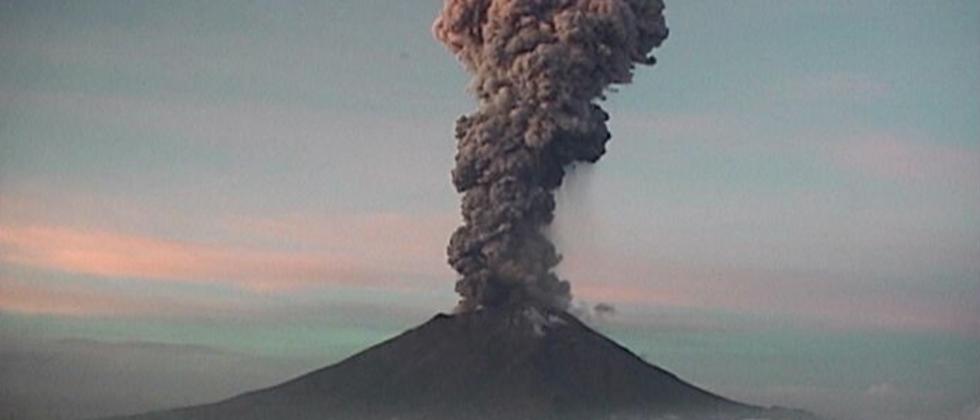 exhala-popocatépetl-fumarola-5kilometros-UNAMGlobal