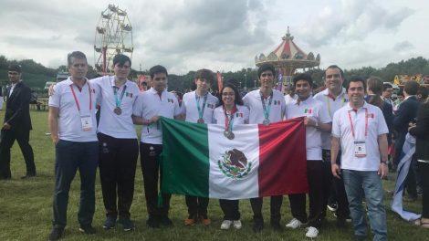 Olimpiada2-matemáticas-Bath-medalla-plata-UNAMGlobal