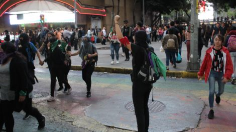 pañuelos4-verdes-violencia-mujeres-feministas-UNAMglobal