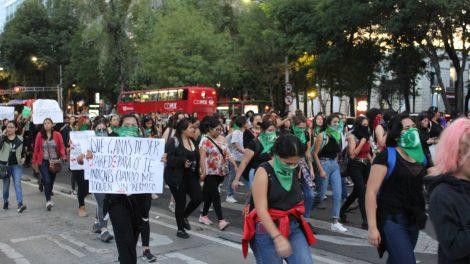pañuelos13-verdes-violencia-mujeres-feministas-UNAMglobal