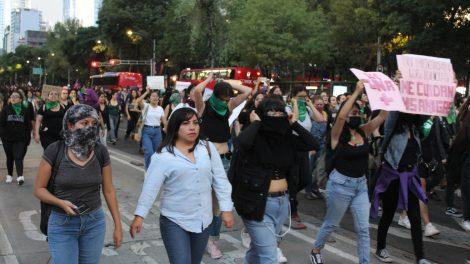 pañuelos16-verdes-violencia-mujeres-feministas-UNAMglobal