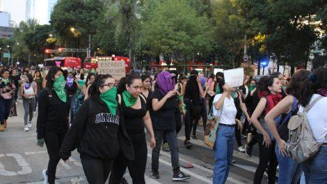 pañuelos17-verdes-violencia-mujeres-feministas-UNAMglobal