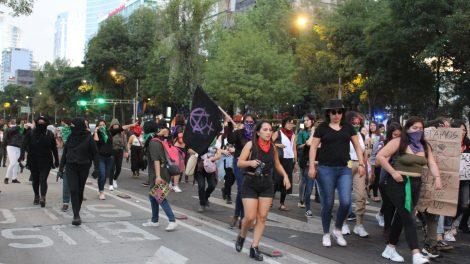 pañuelos23-verdes-violencia-mujeres-feministas-UNAMglobal