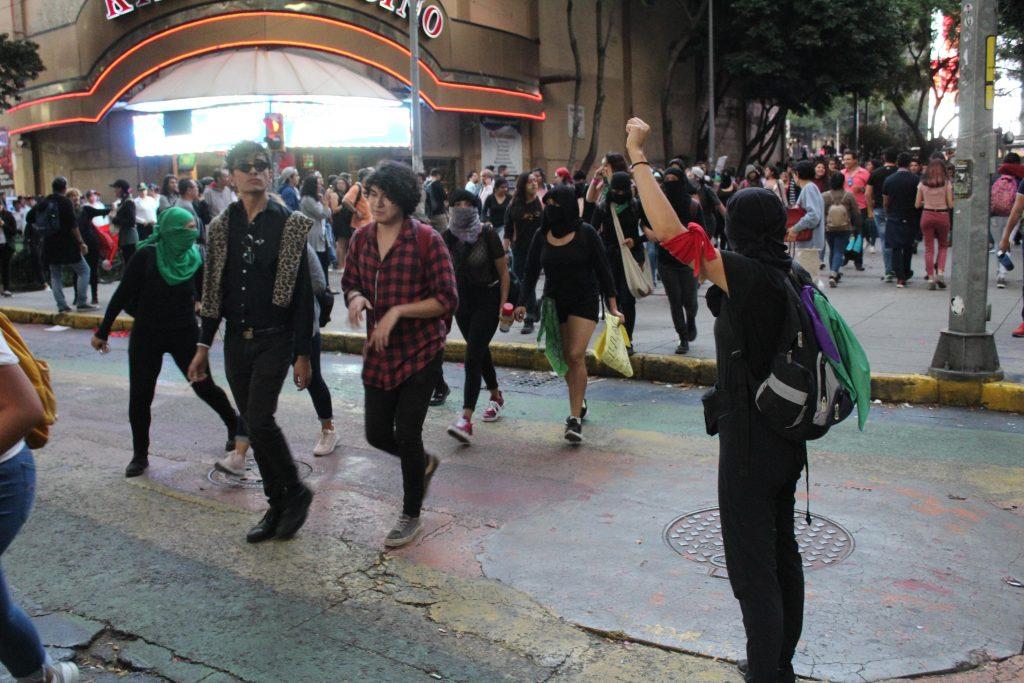 pañuelos6-verdes-violencia-mujeres-feministas-UNAMglobal