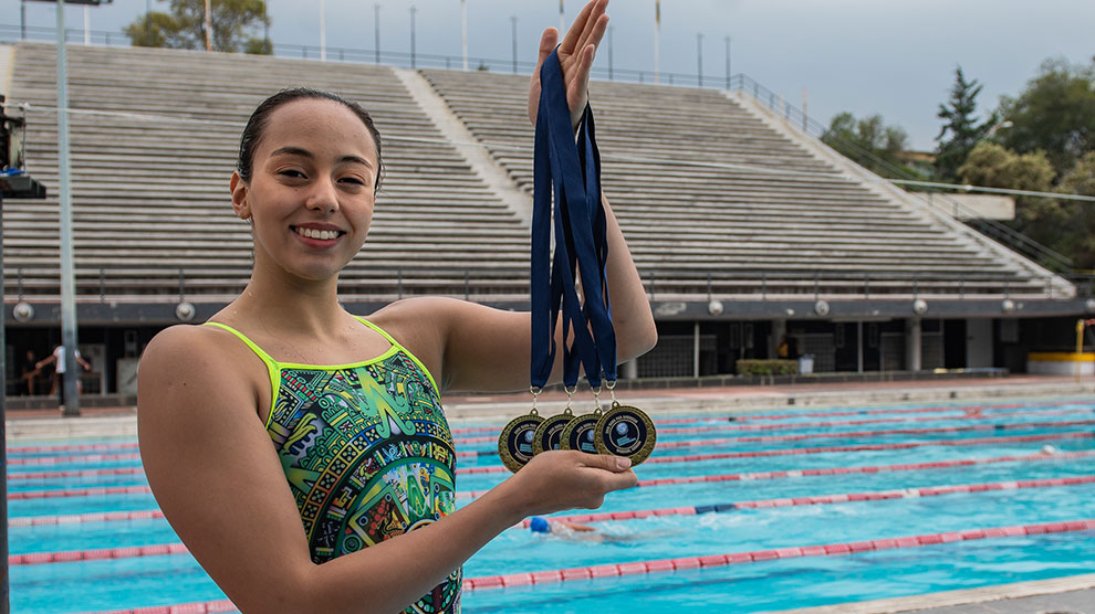 natación5-oro-artístico-anapaula-prepa2-UNAMGlobal