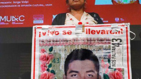 normalistas11-desaparecidos-Ayotzinapa-homenaje-AiWeiwei-UNAMGlobal
