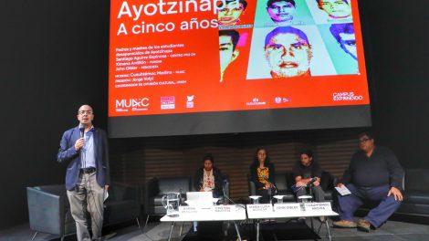 normalistas-desaparecidos-Ayotzinapa-homenaje-AiWeiwei-UNAMGlobal