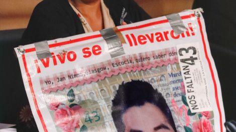 normalistas9-desaparecidos-Ayotzinapa-homenaje-AiWeiwei-UNAMGlobal