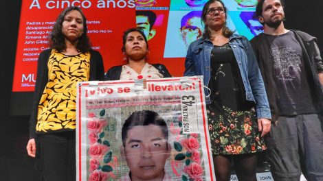normalistas13-desaparecidos-Ayotzinapa-homenaje-AiWeiwei-UNAMGlobal